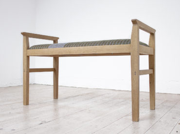 Handmade wooden bench Skärvassa in oak upholstered with a handwoven wool fabric