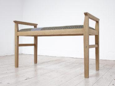 Handmade wooden bench Skärvassa in oak upholstered with a handwoven wool fabric